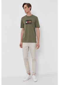 TOMMY HILFIGER - Tommy Hilfiger - T-shirt bawełniany. Okazja: na co dzień. Kolor: zielony. Materiał: bawełna. Wzór: aplikacja. Styl: casual