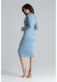 Lenitif - Elegancka kopertowa sukienka z wiskozą dopasowana niebieska. Okazja: do pracy, na co dzień. Typ kołnierza: dekolt kopertowy. Kolor: niebieski. Materiał: wiskoza. Typ sukienki: kopertowe. Styl: elegancki. Długość: midi