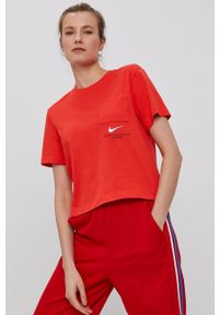 Nike Sportswear - T-shirt. Kolor: czerwony. Wzór: aplikacja