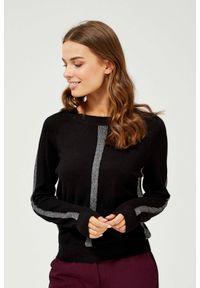 MOODO - Sweter z metaliczną nitką. Materiał: wiskoza, poliester. Długość rękawa: długi rękaw. Długość: długie. Wzór: gładki