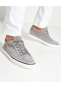TOD'S - Szare zamszowe sneakersy. Okazja: na co dzień. Nosek buta: okrągły. Kolor: szary. Materiał: zamsz. Obcas: na płaskiej podeszwie