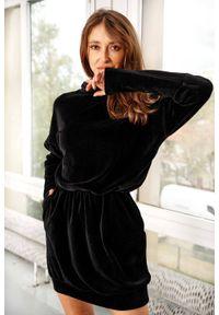 Czarna sukienka Lemoniade z długim rękawem, mini, z kapturem