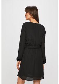 Vila - Sukienka. Kolor: czarny. Typ sukienki: rozkloszowane