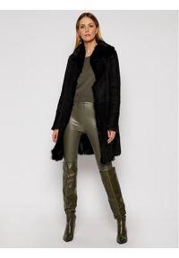 Czarny płaszcz zimowy Ugg