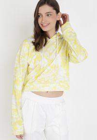 Żółta bluza z kapturem Born2be