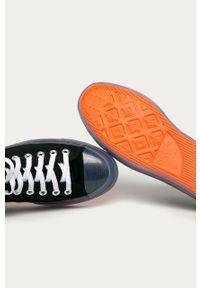 Czarne niskie trampki Converse na sznurówki, z okrągłym noskiem, z cholewką