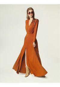 Madnezz - Sukienka Pat - karmel. Materiał: wiskoza, elastan. Sezon: lato
