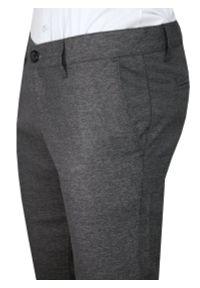 Szare Casualowe Spodnie Męskie, Slim Fit -TO-ON- Zwężane, Chinosy, Tłoczony Wzór, Melanżowe. Okazja: na co dzień. Kolor: szary. Materiał: elastan, bawełna. Wzór: melanż. Styl: casual