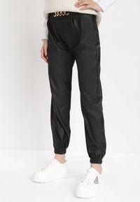 Born2be - Czarne Spodnie Joggery Uriel. Kolor: czarny. Materiał: polar, guma. Długość: długie