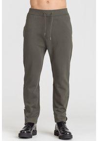 Brązowe spodnie dresowe Armani Exchange z nadrukiem