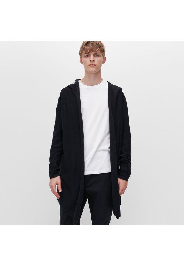 Sweter Reserved z kapturem, długi