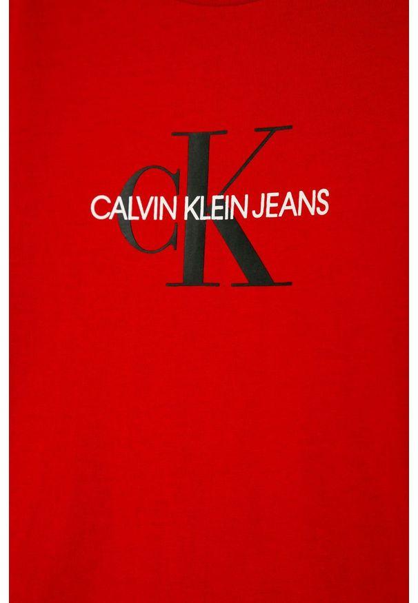 Czerwony t-shirt Calvin Klein Jeans z nadrukiem, z okrągłym kołnierzem, casualowy, na co dzień