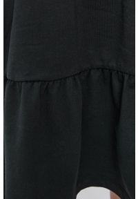 Vero Moda - Sukienka. Typ kołnierza: kaptur. Kolor: czarny. Materiał: bawełna, materiał. Typ sukienki: rozkloszowane