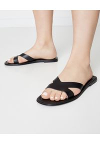 Kenzo - KENZO - Czarne klapki Opanka. Kolor: czarny. Obcas: na obcasie. Wysokość obcasa: niski