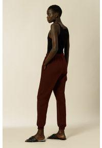 IVY & OAK - Spodnie Kay. Kolor: czerwony. Materiał: bawełna