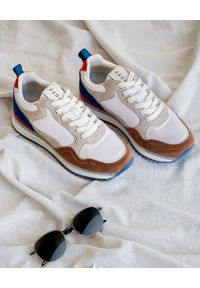 HOFF - Zamszowe sneakersy Paris. Kolor: biały. Materiał: zamsz. Wzór: nadruk