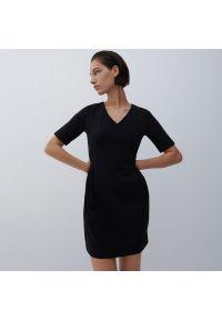 Reserved - Sukienka mini - Czarny. Kolor: czarny. Długość: mini