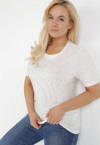 Born2be - Biały T-shirt Physeasi. Kolor: biały