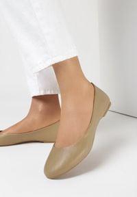 Born2be - Beżowe Balerinki Oceamara. Okazja: na co dzień. Nosek buta: okrągły. Kolor: beżowy. Materiał: skóra ekologiczna. Wzór: aplikacja. Obcas: na płaskiej podeszwie. Styl: klasyczny, casual