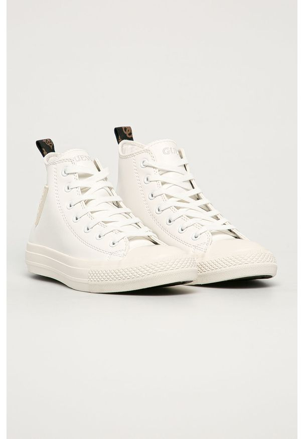 Białe tenisówki Guess Jeans z okrągłym noskiem, z cholewką, na sznurówki