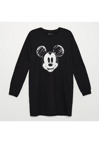 Cropp - Dresowa sukienka Mickey Mouse - Czarny. Kolor: czarny. Materiał: dresówka. Wzór: motyw z bajki