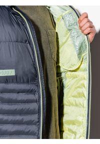 Szara kurtka Ombre Clothing na wiosnę