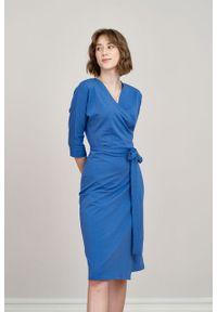Marie Zélie - Sukienka Filomena ciemnoniebieska. Typ kołnierza: dekolt kopertowy. Kolekcja: moda ciążowa. Kolor: niebieski. Materiał: bawełna, dzianina, materiał, elastan, tkanina, skóra. Typ sukienki: proste, kopertowe. Styl: klasyczny, młodzieżowy