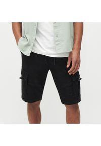 Reserved - Szorty jogger z kieszeniami cargo - Czarny. Kolor: czarny