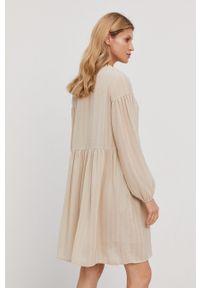 Samsoe & Samsoe - Samsoe Samsoe - Sukienka. Kolor: beżowy. Materiał: tkanina, poliester. Długość rękawa: długi rękaw. Wzór: gładki