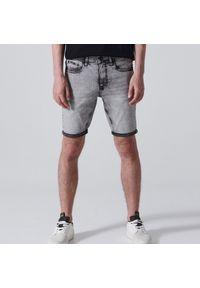 Cropp - Jeansowe szorty - Jasny szary. Kolor: szary. Materiał: jeans #1