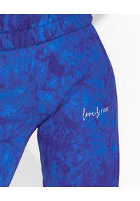 LOVE & ROSE - Fioletowe spodnie dresowe Kelly. Kolor: różowy, fioletowy, wielokolorowy. Materiał: dresówka. Sport: turystyka piesza