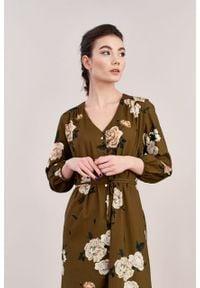 Marie Zélie - Sukienka Lila Lesina brązowa. Typ kołnierza: dekolt w kształcie V. Kolor: brązowy. Materiał: wiskoza, bawełna. Typ sukienki: proste. Styl: elegancki
