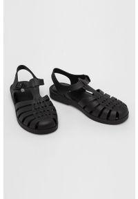 Czarne sandały melissa na klamry