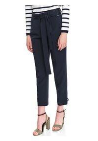 TOP SECRET - Eleganckie spodnie z guzikami na dole. Okazja: do pracy. Stan: podwyższony. Kolor: niebieski. Wzór: gładki, aplikacja. Sezon: jesień, zima. Styl: elegancki