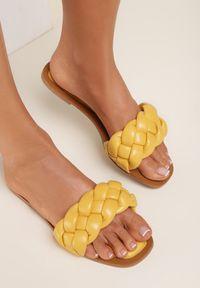 Renee - Żółte Klapki Nysheshi. Kolor: żółty. Sezon: lato. Obcas: na obcasie. Wysokość obcasa: niski