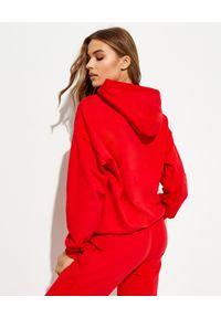 LA MANIA - Czerwona bluza z logo Ange. Typ kołnierza: kaptur. Kolor: czerwony. Materiał: bawełna, poliester. Długość rękawa: długi rękaw. Długość: długie. Wzór: napisy