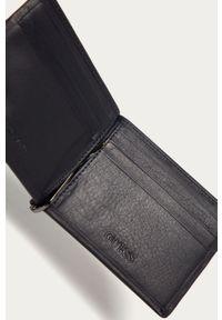 Niebieski portfel Guess gładki