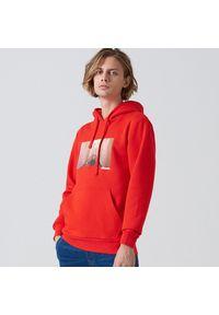 Cropp - Bluza z nadrukiem The Shining - Czerwony. Kolor: czerwony. Wzór: nadruk
