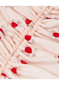 ALICE MCCALL - Różowa sukienka Stardust. Okazja: na wesele, na ślub cywilny, na imprezę, na plażę. Kolor: różowy, wielokolorowy, fioletowy. Wzór: aplikacja. Sezon: lato. Styl: klasyczny. Długość: midi
