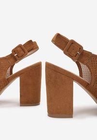 Born2be - Camelowe Sandały Theisessei. Nosek buta: okrągły. Zapięcie: klamry. Materiał: bawełna, skóra ekologiczna. Wzór: ażurowy, geometria, aplikacja. Obcas: na słupku. Styl: elegancki