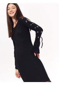 Czarna sukienka TROLL elegancka, na co dzień, w kolorowe wzory