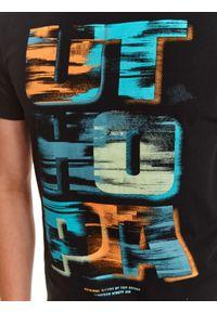 TOP SECRET - T-shirt z nadrukiemi. Kolor: czarny. Materiał: bawełna, tkanina. Długość rękawa: krótki rękaw. Długość: krótkie. Wzór: nadruk. Sezon: lato. Styl: wakacyjny, klasyczny