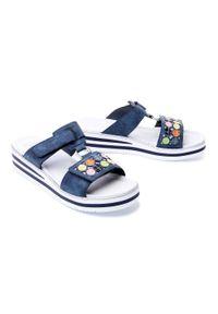 Niebieskie sandały Rieker na koturnie, na rzepy