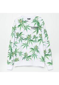 Cropp - Bluza z nadrukiem all over - Biały. Kolor: biały. Wzór: nadruk