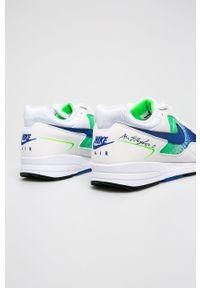 Białe sneakersy Nike z cholewką, trekkingowe, z okrągłym noskiem, na sznurówki