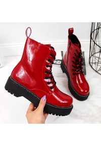 Glany damskie na platformie ocieplane czerwone eVento. Kolor: czerwony. Materiał: skóra ekologiczna. Obcas: na platformie