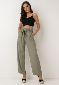 Born2be - Ciemnozielone Spodnie Szerokie Pheriko. Kolor: zielony. Materiał: tkanina, wiskoza, materiał, guma. Długość: długie. Sezon: lato