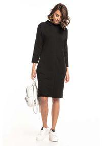 Czarna sukienka dzianinowa Tessita z kapturem
