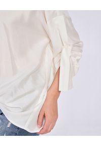 THECADESS - Jedwabna koszula Capri. Okazja: na co dzień. Typ kołnierza: kołnierzyk klasyczny. Kolor: biały. Materiał: jedwab. Styl: klasyczny, elegancki, casual