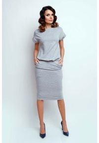 Nommo - Szara Nowoczesna Sukienka Midi z Krótkim Rękawkiem. Kolor: szary. Materiał: bawełna. Długość rękawa: krótki rękaw. Długość: midi